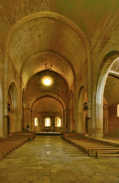 ロマネスク建築 (3) – ル・トロネ修道院~光と祈りの空間~最新記事カテゴリー